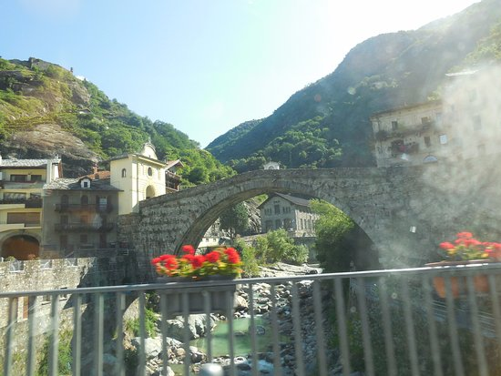 foto di pont saint martin immagini di pont saint martin valle d 39 aosta tripadvisor. Black Bedroom Furniture Sets. Home Design Ideas