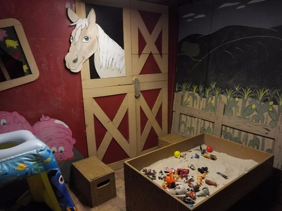 Georgetown, DE: inside play room for kids