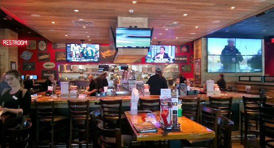 Seminole, FL: Inside bar and seating area