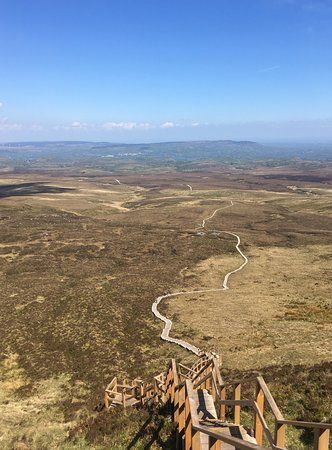 County Fermanagh, UK: The view down from Cuilcagh Mountain
