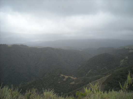 Carmel Valley, Califórnia: Another view from the top of the ridge - overcast and cool day