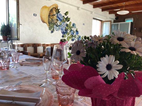 Pizzeria Ristorante La Rosa Blu: La nostra sala un po' colorata! Aspettando il caldo