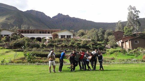 Tunupa Valle Sagrado: Divirtiendonos en sus jardines