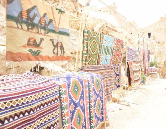 Shali Fortress: بازارات المشغولات اليدوية في الطريق الصاعد لقلعة شالي