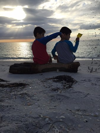 Boca Grande, FL: Enjoying the sunset