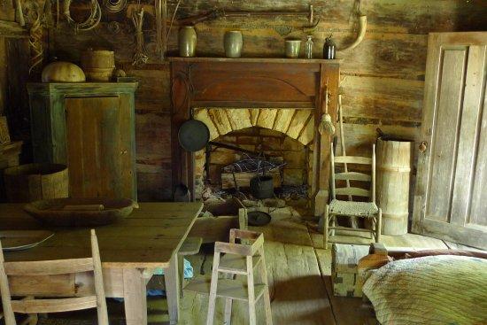 Clinton, TN: Inside cabin