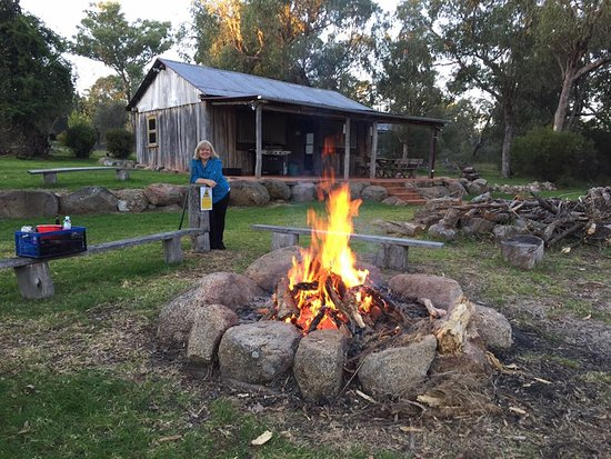 Diamondvale Cottages: Getting ready to toast some marshmallows as the sun goes down.