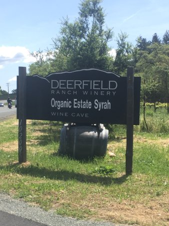 Deerfield Ranch Winery: Look for this sign