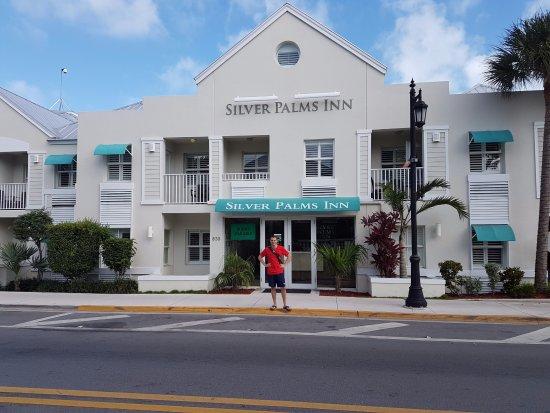 Silver Palms Inn: Frente del Hotel