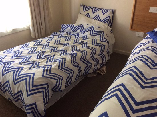 Anna Bella Motel: Almost a mattress on the floor, beds not made by staff daily