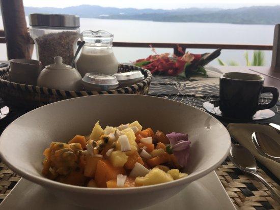 Naveria Heights Lodge: Petit Dejeuner sur la terrasse du lodge