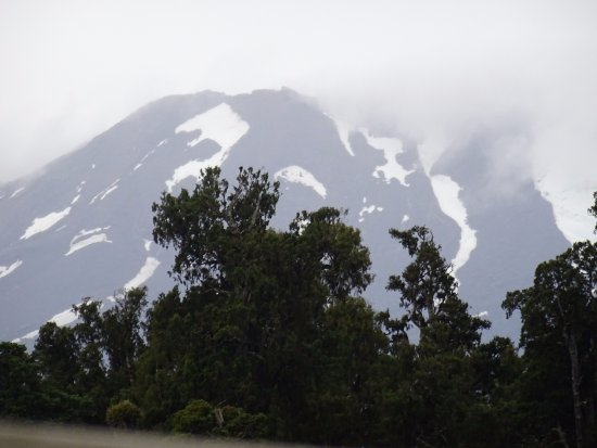Ohakune, New Zealand: Glimpses of Mt Ruapehu through the storm