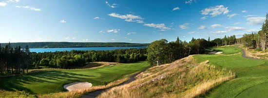 Ben Eoin, Canadá: Overlooking the Bras d'or Lakes from hole #4