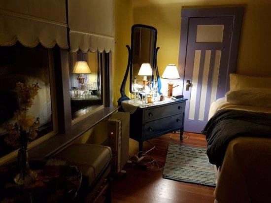 Artist's House B&B: blue room