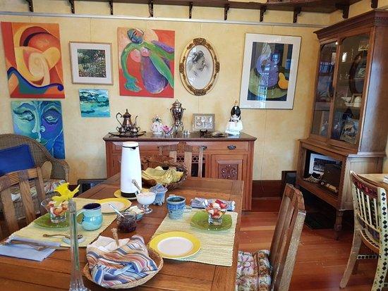 Artist's House B&B: dining area