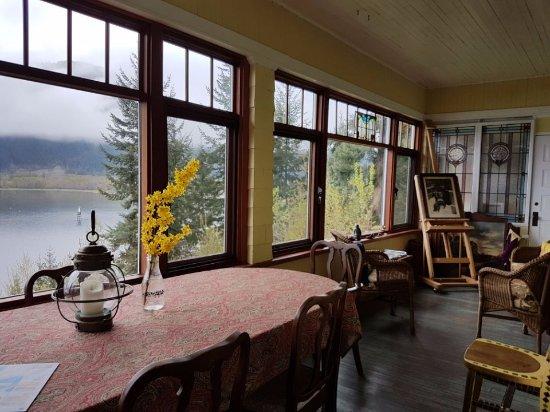 Artist's House B&B: view of shuswap lake