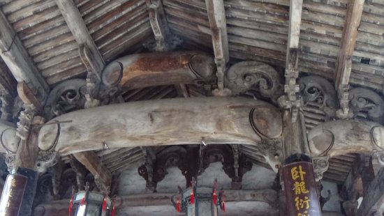 Lanxi, Chine : Amazing carvings in roof area
