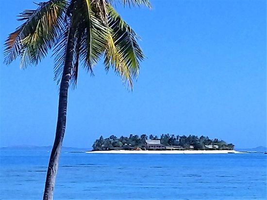 Beachcomber Island, Fiji: looking at Beachcomber from Treasure Island