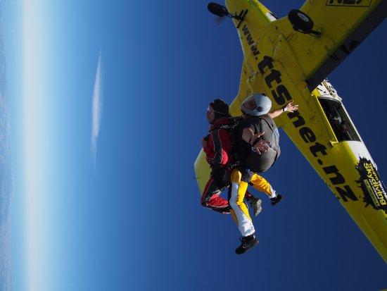 Kerikeri, Nouvelle-Zélande : 16,000 FT – 4800 Meter> 90 seconds of freefall> Geil