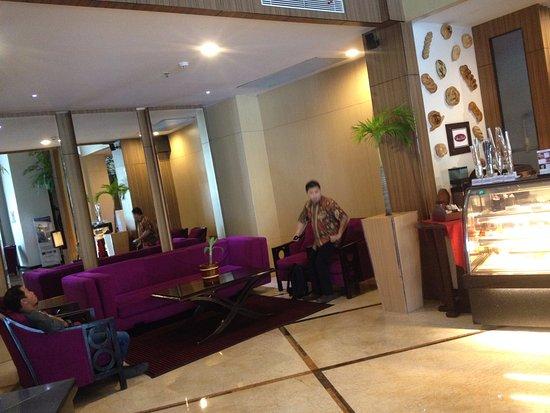 Lobby Hotel Swiss Bel inn Panakkukang
