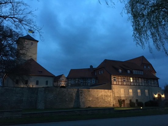 Schöningen, Deutschland: Hotel during evening walk.