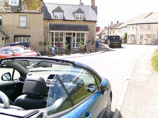 Chadlington, UK: Really enjoyed a chance visit to Cafe de la Poste last Summer ..
