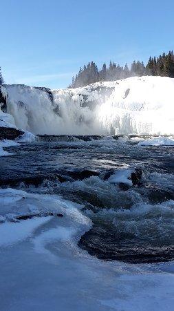 Duved, Σουηδία: Ganz am Ende des Wasserfally, nur noch Eis und Wasser unter den Füßen