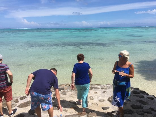 Maharepa, French Polynesia: The ladies in Blue
