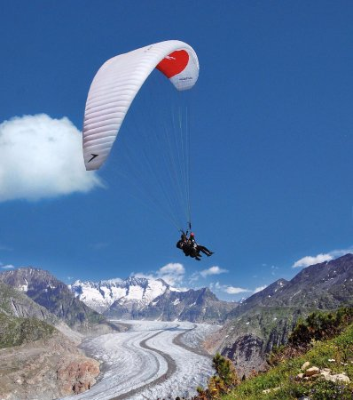 Berghaus Toni : Paragliding above the Aletsch Glacier