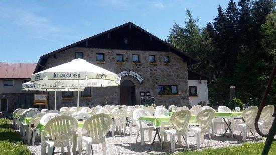 Fichtelberg, Alemania: Ein sehr gemütliches Restaurant mit schönem Biergarten.