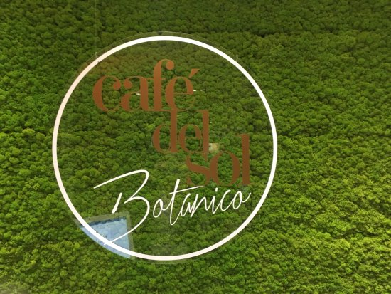 Bryanston, แอฟริกาใต้: Logo on moss wall upon entering the restaurant