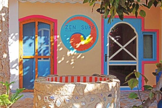 Zen surf morocco b b tamraght maroc voir les tarifs for Salon zen rabat tarifs
