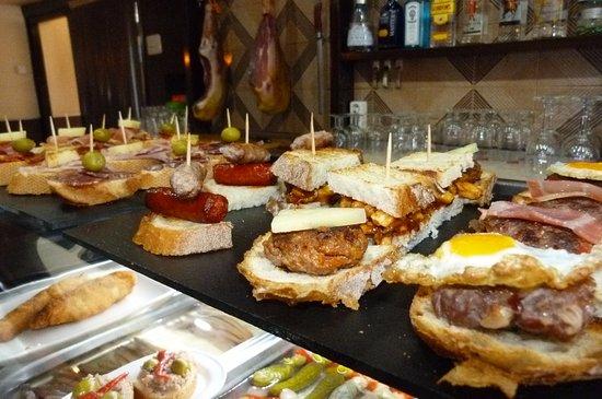 Esplugues de Llobregat, Spain: Montaditos domingo Bar Pica-Pica