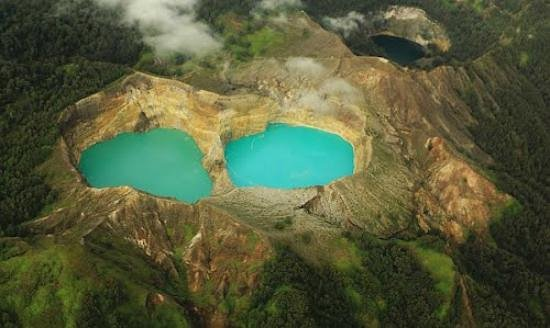 Komodo Wonderfull Tour: kelimutu three colour lake