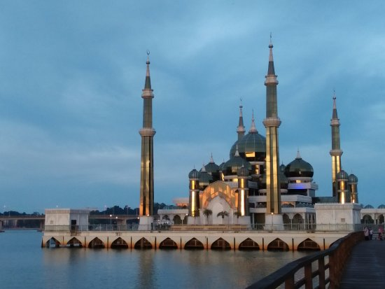 Crystal Mosque: sunset time
