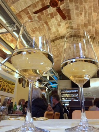 Antica Macelleria Trattoria: Loved the golden coloring: the wine, the ceilings, the walls, the floral prints, the tablecloths