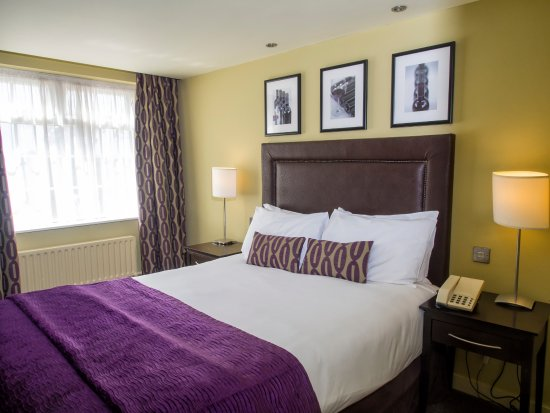 Handforth, UK: Double bedroom