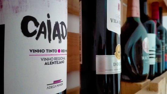 Linho, Portugal: Vinhos da casa