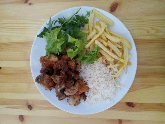 Linho, Portugal: Frango à passarinho (prato do dia)