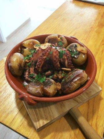 Linho, Portugal: Polvo à lagareiro 2 (prato do dia)