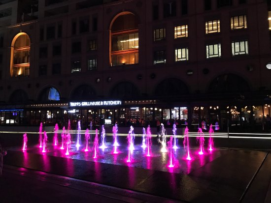 Nelson Mandela Square : photo0.jpg