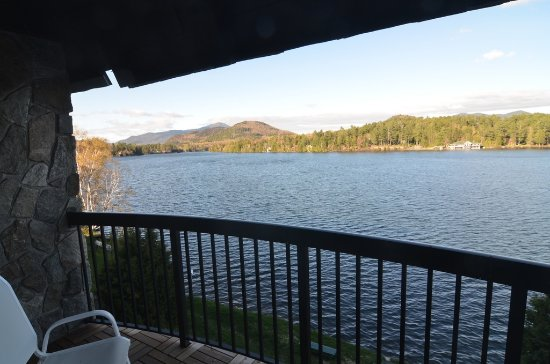 Golden Arrow Lakeside Resort: Beautiful views of Whiteface and Adirondacks