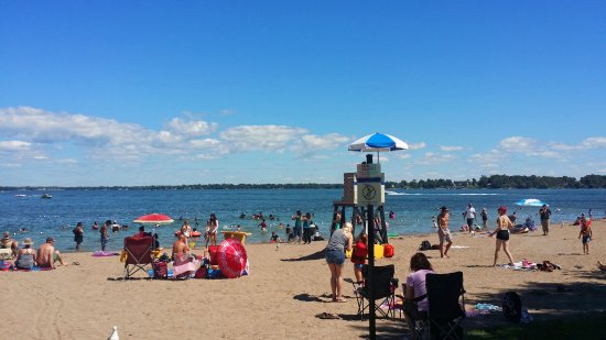 Orillia, Canada: Couchiching Beach is within minutes of Stone Gate Inn