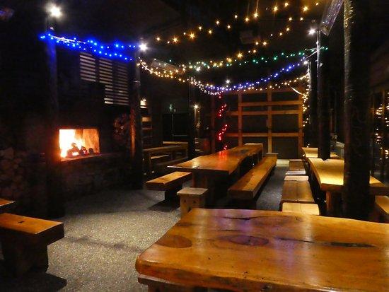 Monsoon Bar & Restaurant : local