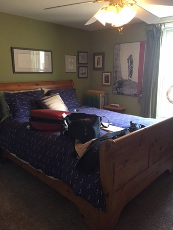 Amherstburg, Canadá: one of the 3 rooms - cosy quiet comfortable with an amazing bed!