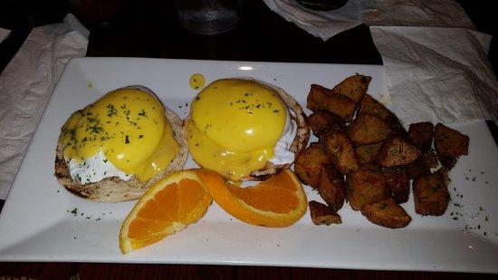 Tunnicliffs Tavern: Crab Eggs Benedict