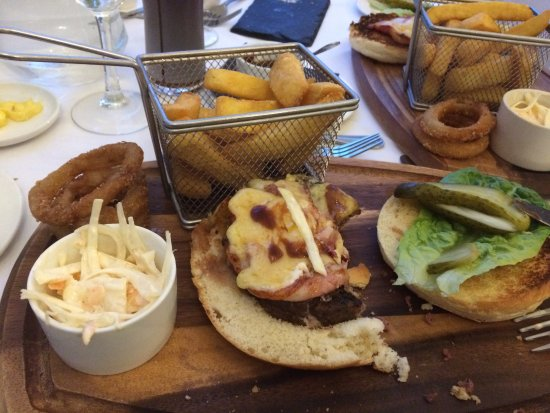 Cadnam, UK: Highly recommended burger with trimmings, lots of it.