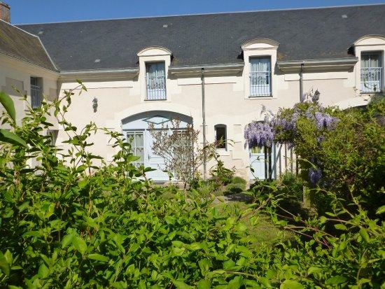 Monthou-sur-Cher, Γαλλία: Vue du jardin vers les chambres