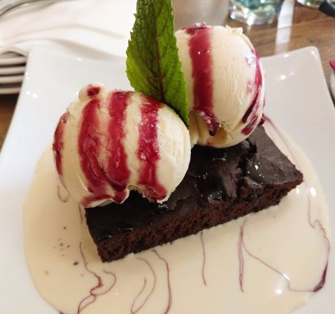 Cottonwood, AZ: Brownie (gf) with champagne custard and gelato