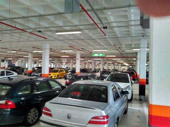 Armilla, Spain: Huge parking in basement.  Nevada Centre.